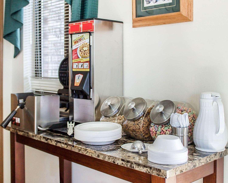 Restaurant - Econo Lodge Elkhart