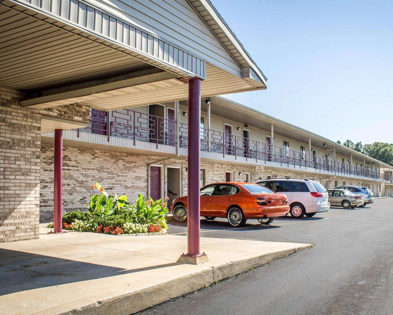 Exterior view - Econo Lodge Elkhart