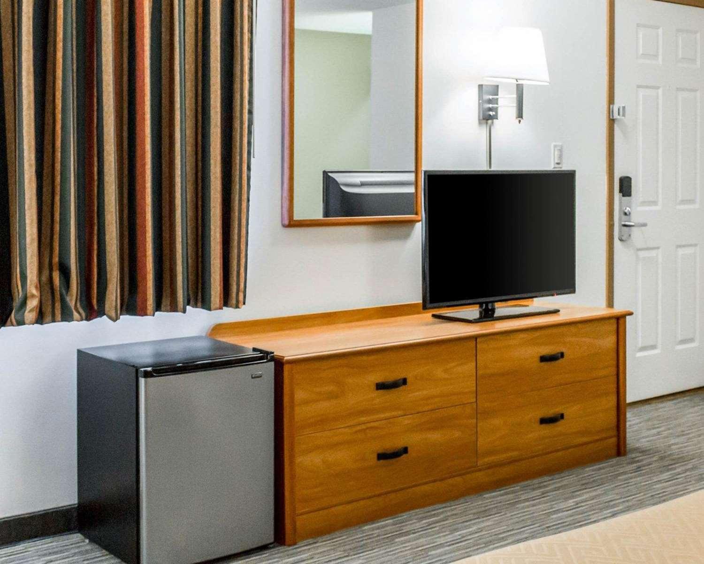 Room - Econo Lodge Elkhart