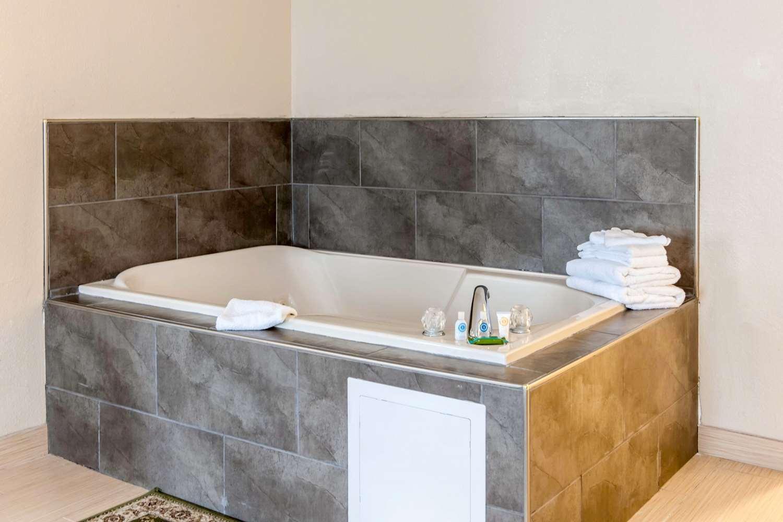 Comfort Suites Vincennes In See Discounts