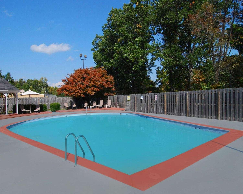 Pool - Comfort Inn Corydon