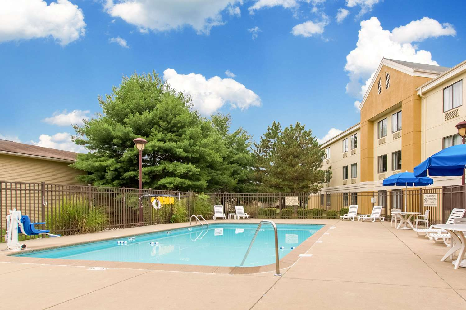 Pool - Comfort Inn East Evansville