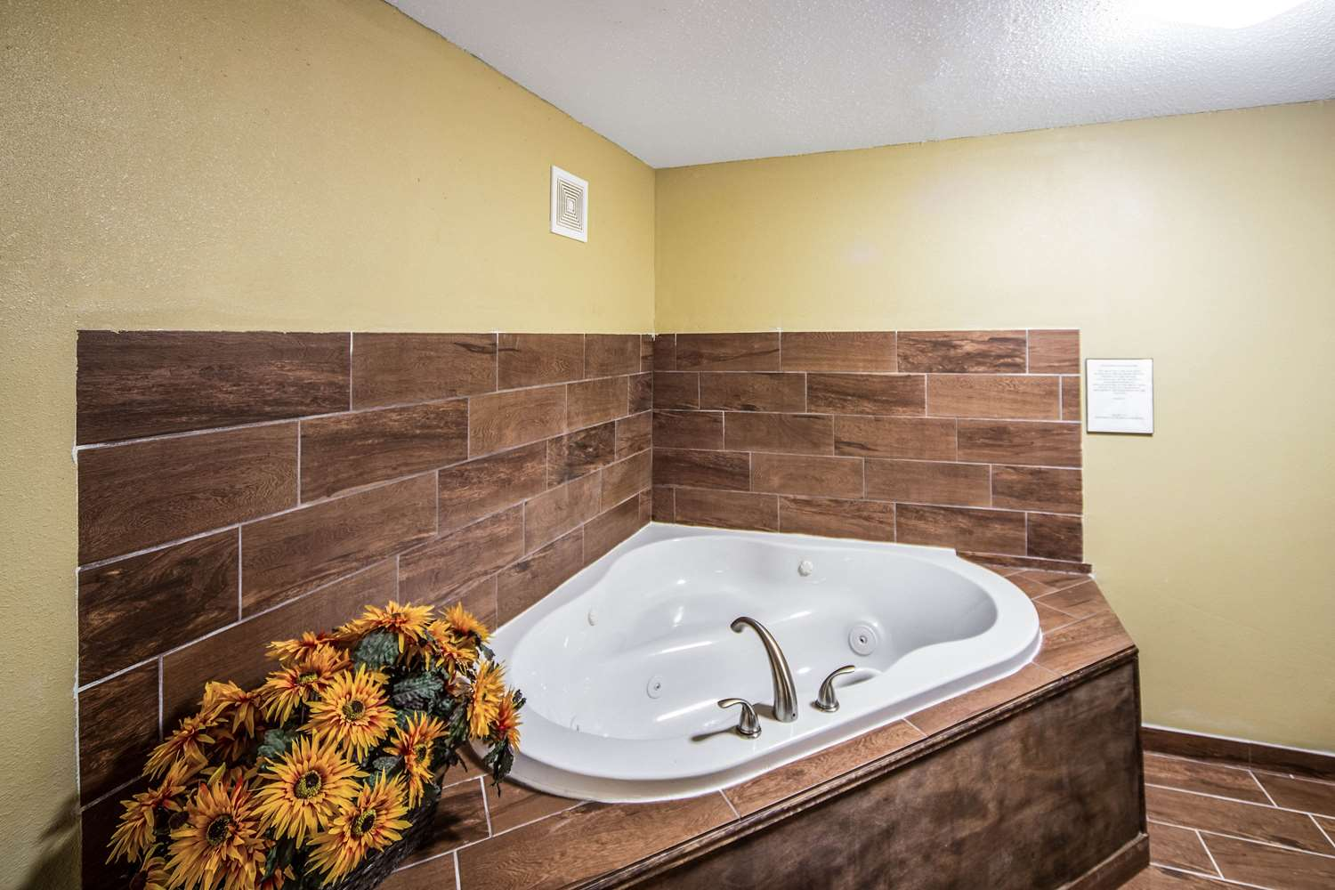 Suite - Suburban Extended Stay Hotel Fort Wayne