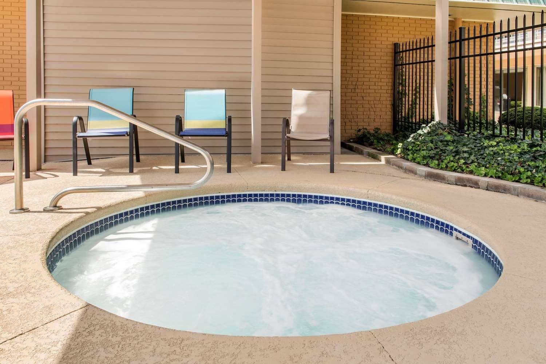 Pool - Quality Inn Huntingburg