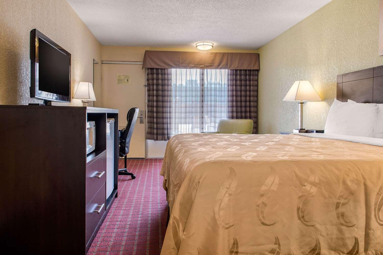 Room - Quality Inn Huntingburg