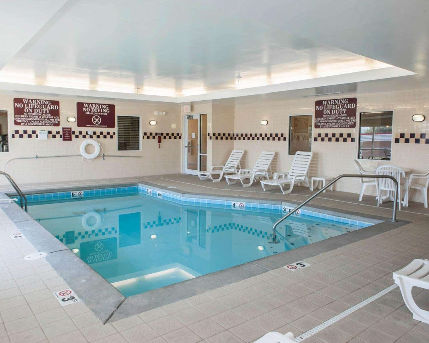 Pool - Comfort Suites Indianapolis South