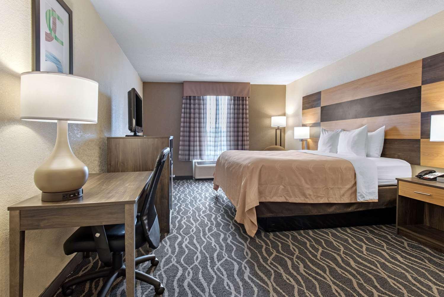 Room - Quality Inn & Suites Lafayette