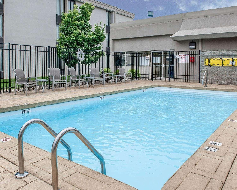 Pool - Comfort Inn Bloomington