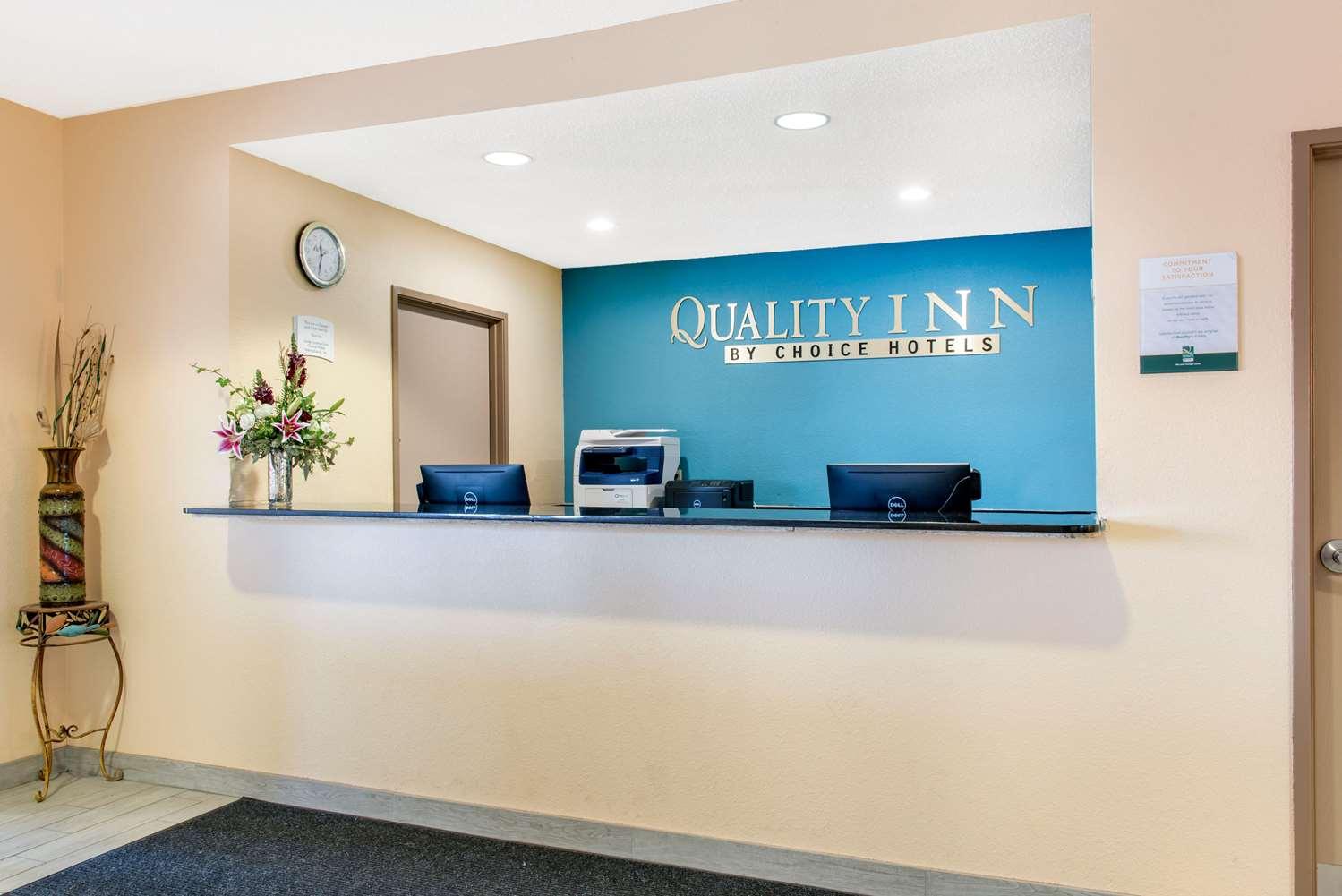 Lobby - Quality Inn Noblesville