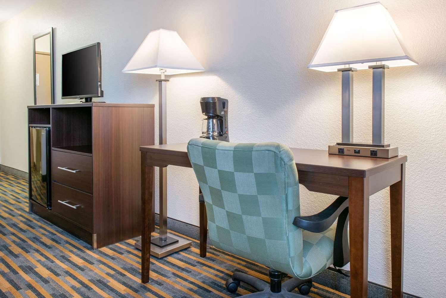 Room - Quality Inn Noblesville