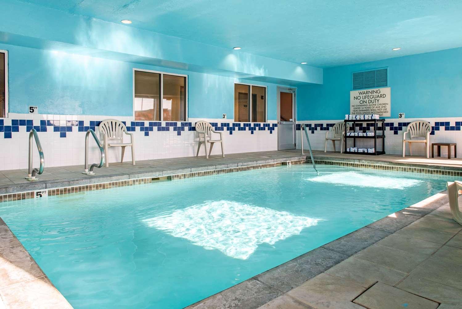 Pool - Quality Inn Noblesville