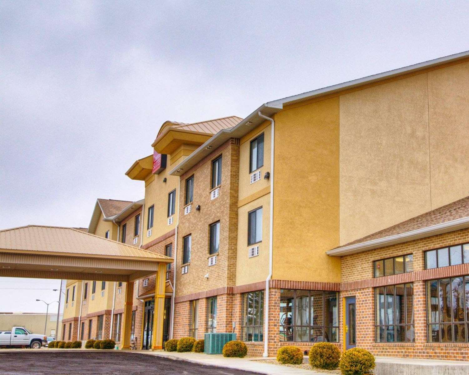 Exterior view - Comfort Inn & Suites Plymouth
