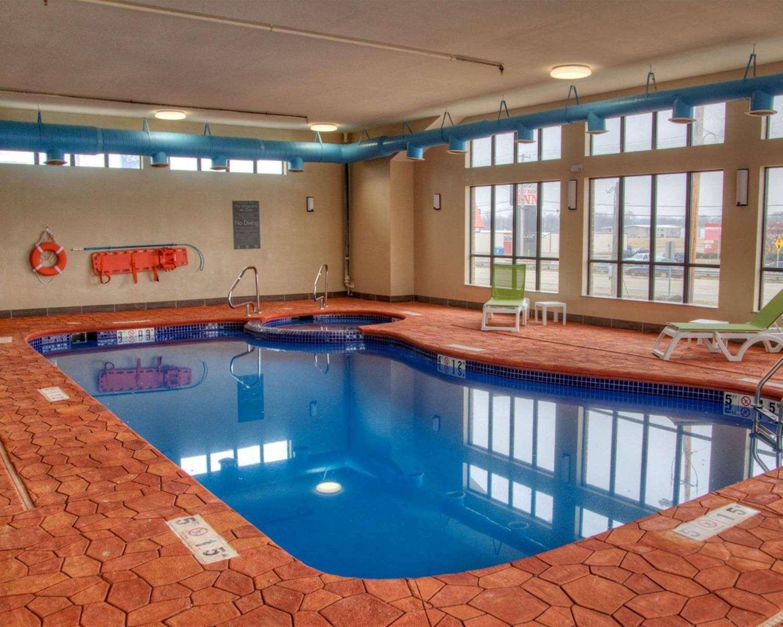 Pool - Comfort Inn & Suites Plymouth
