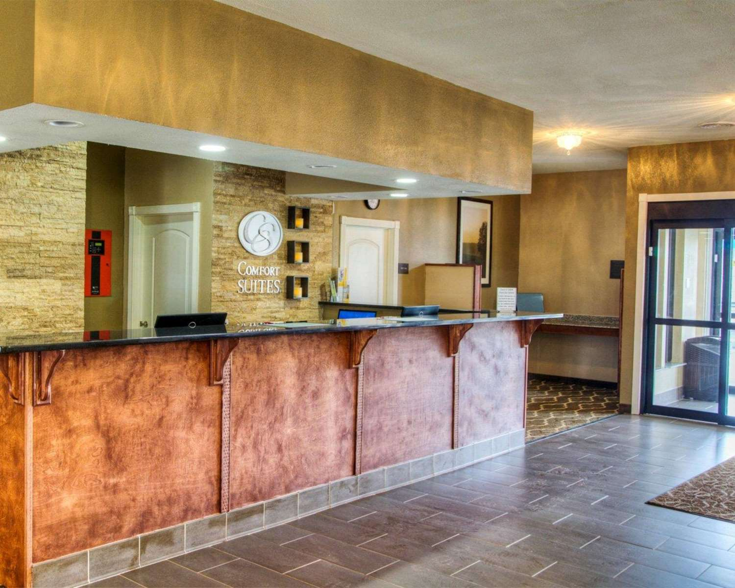 Lobby - Comfort Inn & Suites Plymouth