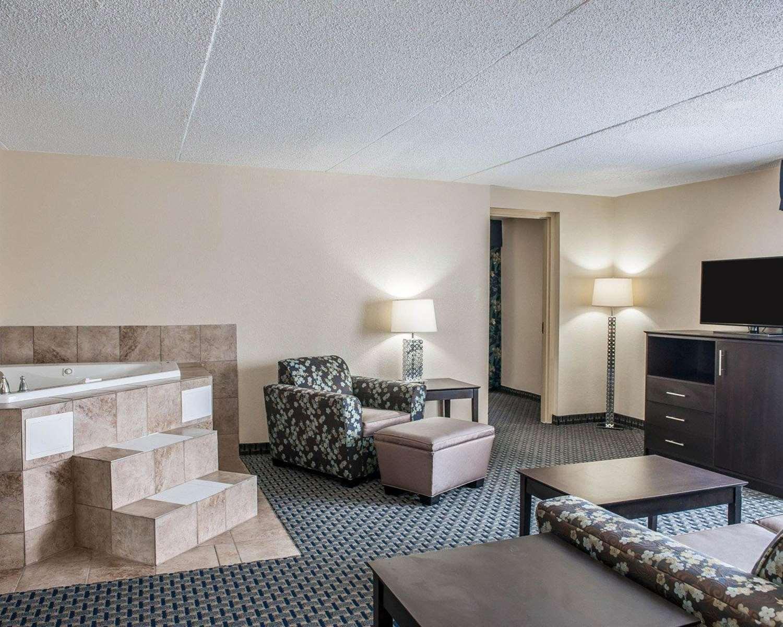 Suite - Quality Inn Terre Haute