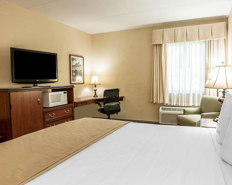 Room - Quality Inn South Bend