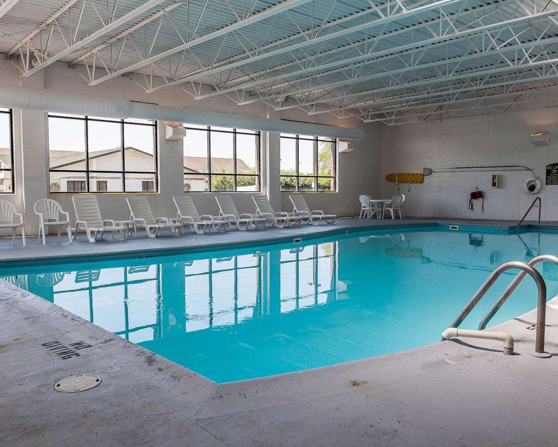 Pool - Quality Inn South Bend