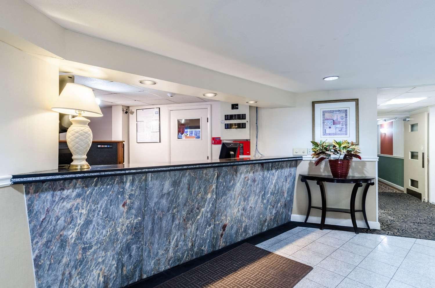 Lobby - Rodeway Inn Brockton