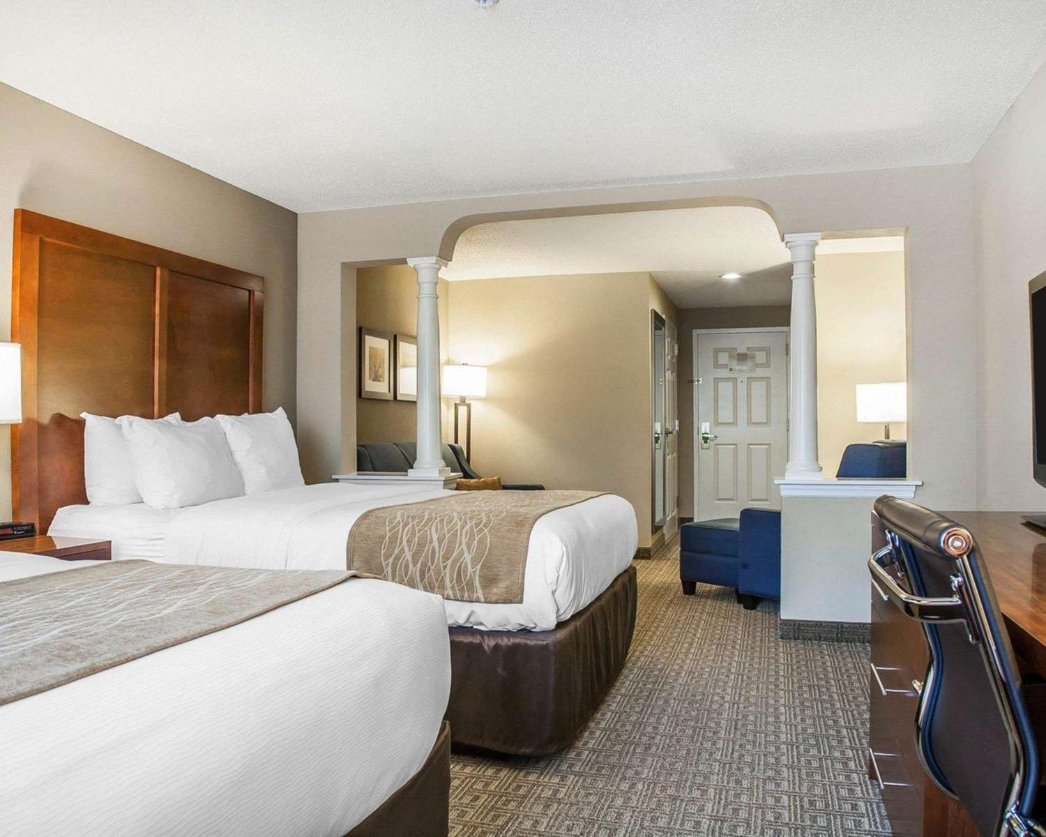 Suite - Comfort Inn & Suites Colonial Sturbridge