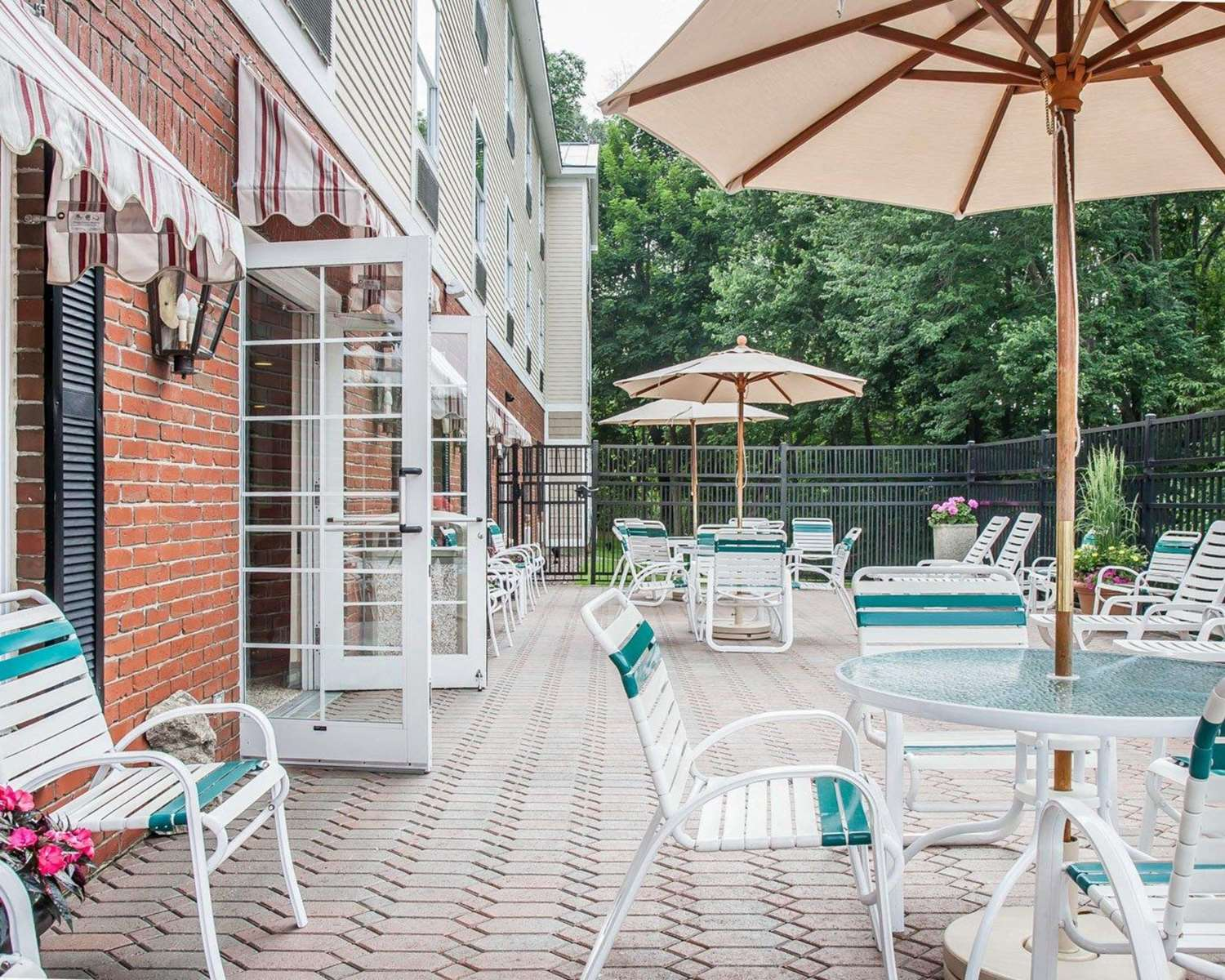 Pool - Comfort Inn & Suites Colonial Sturbridge