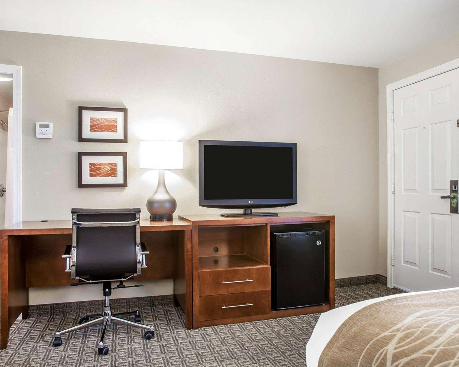 Room - Comfort Inn & Suites Colonial Sturbridge