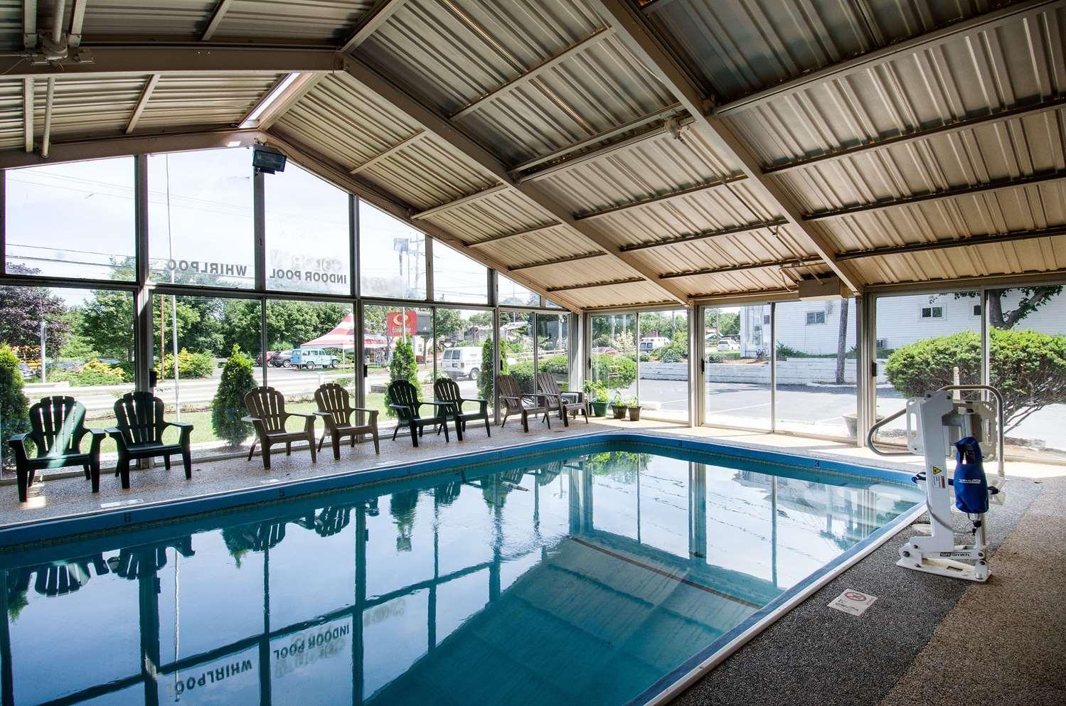 Pool - Econo Lodge Hyannis