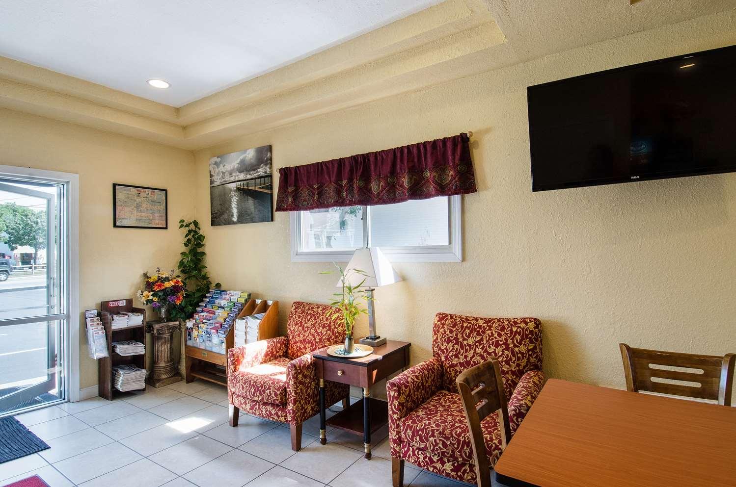 Lobby - Econo Lodge Hyannis