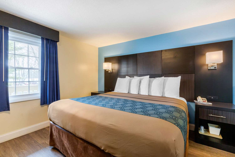 Room - Econo Lodge Hyannis