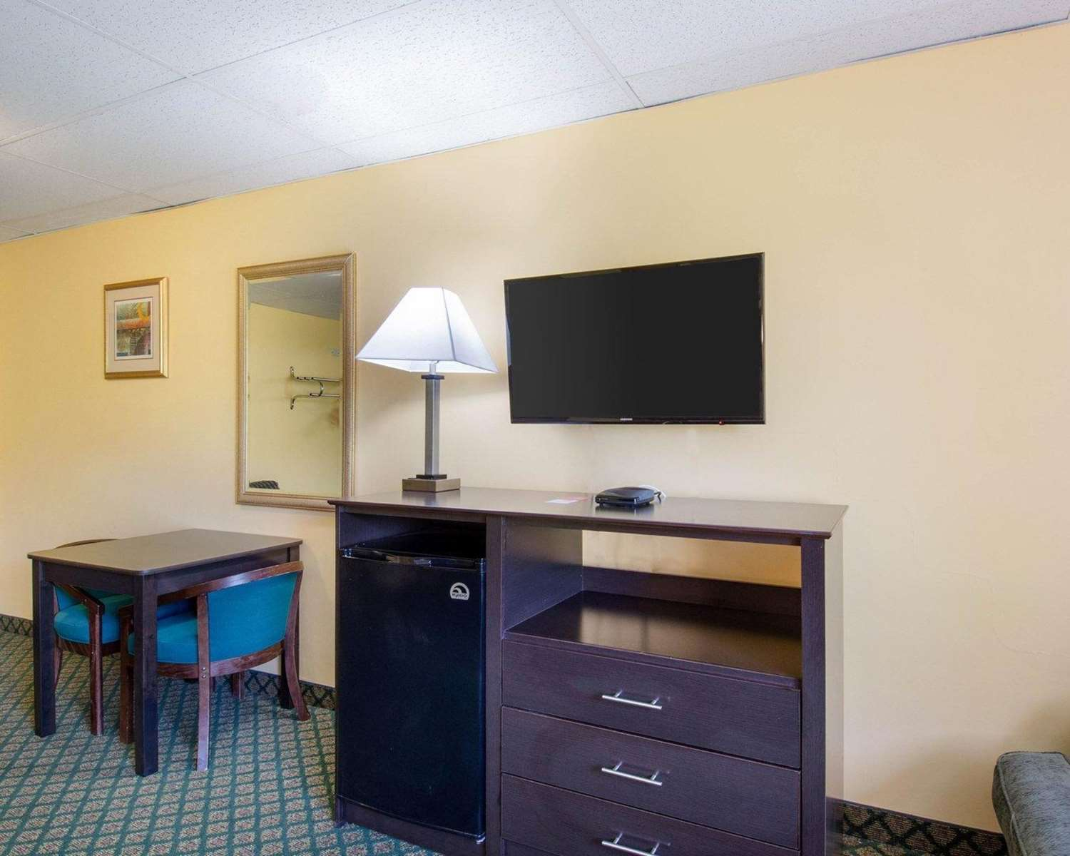 Room - Econo Lodge Framingham
