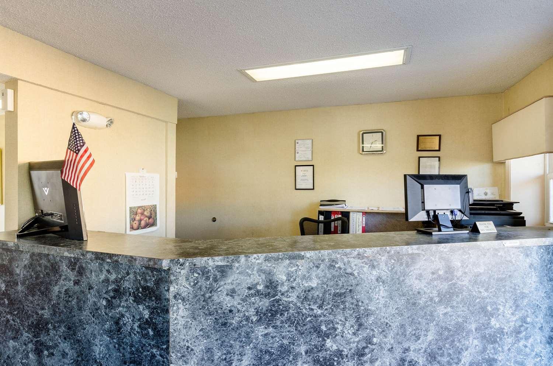 Lobby - Econo Lodge West Springfield
