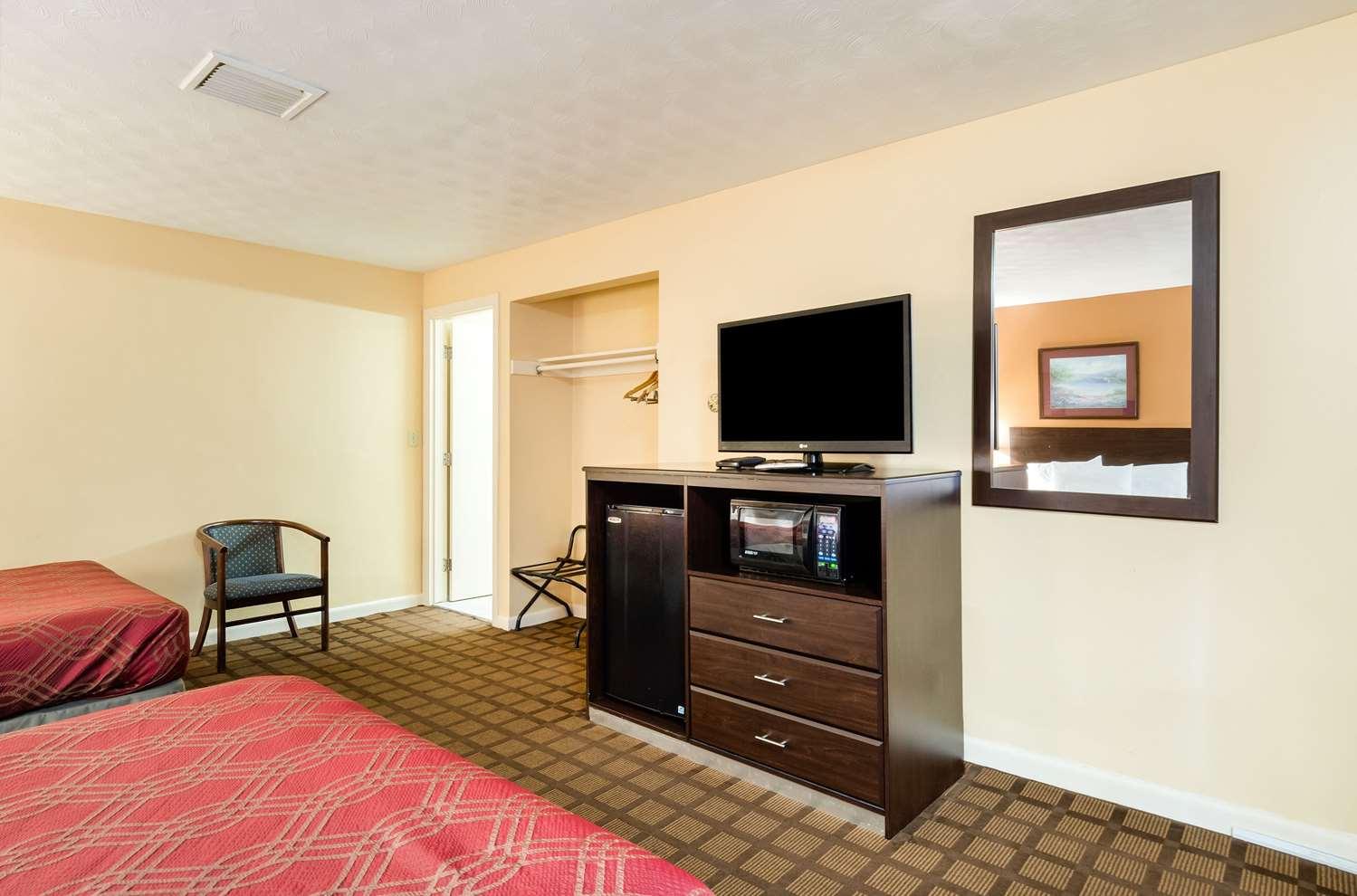 Room - Econo Lodge Malden