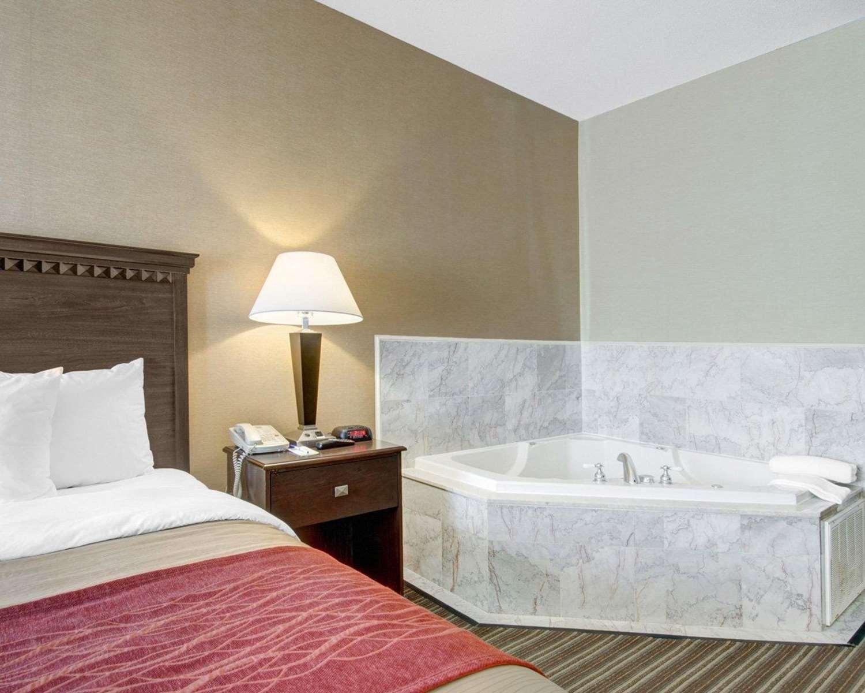 Room - Comfort Inn Woburn