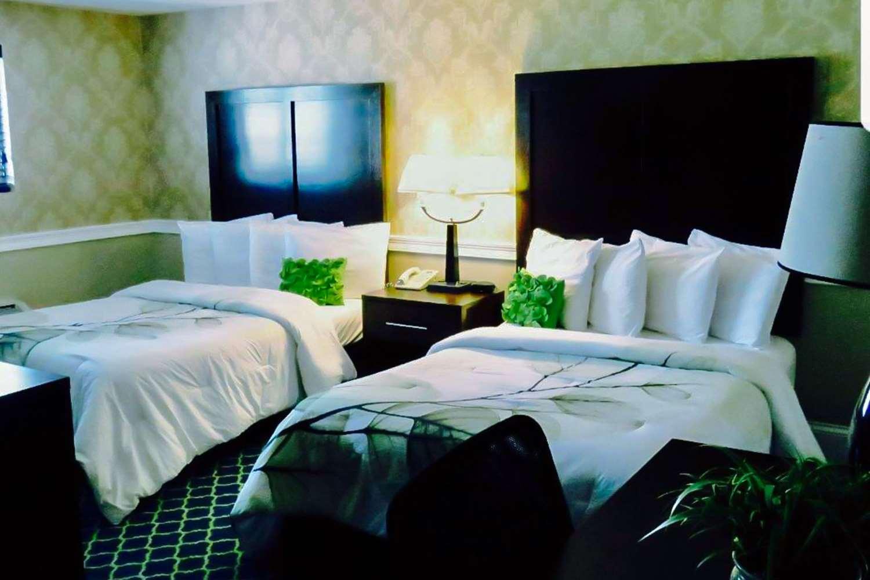 Room - Rodeway Inn Revere