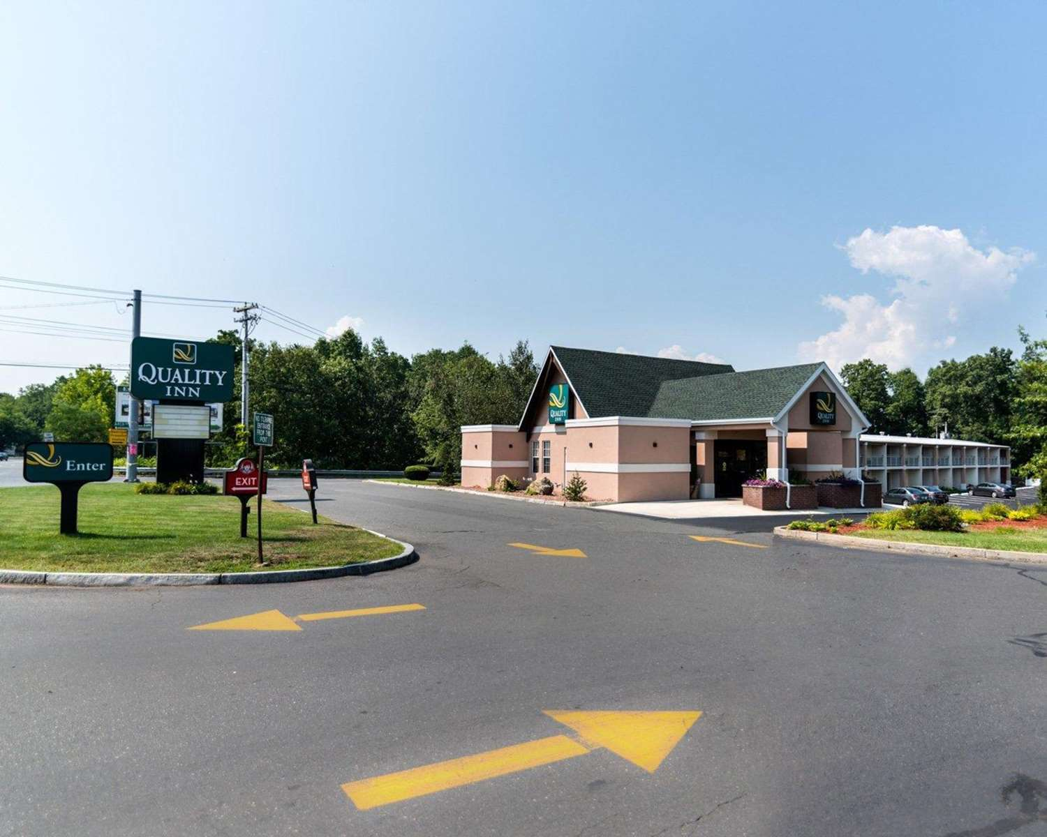 Exterior view - Quality Inn Westfield