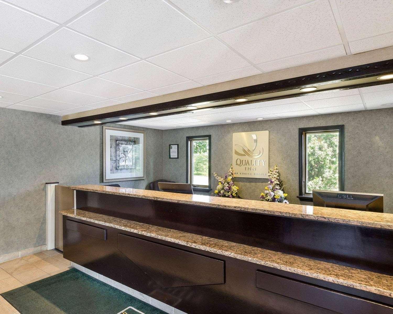 Lobby - Quality Inn Marlborough
