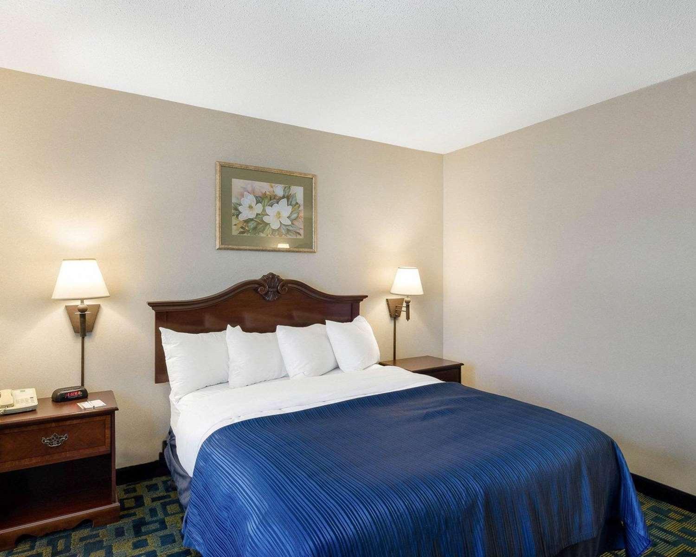 Room - Quality Inn Marlborough