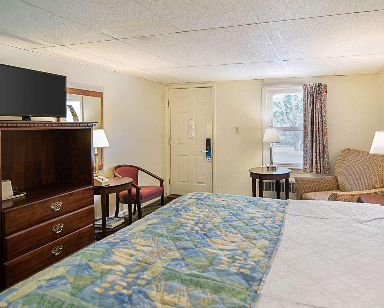 Room - Rodeway Inn Westminster