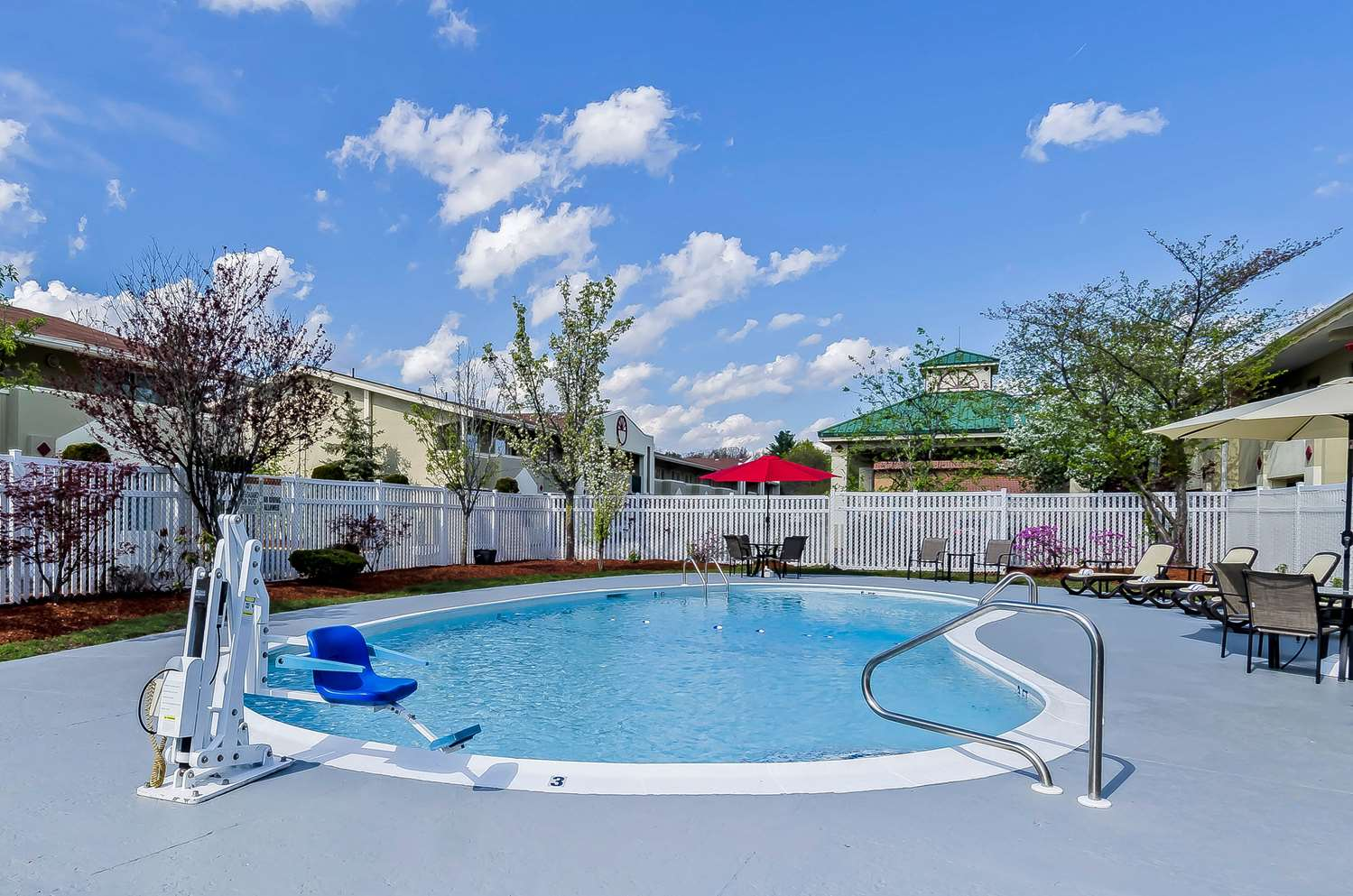 Pool - Quality Inn & Suites Lexington