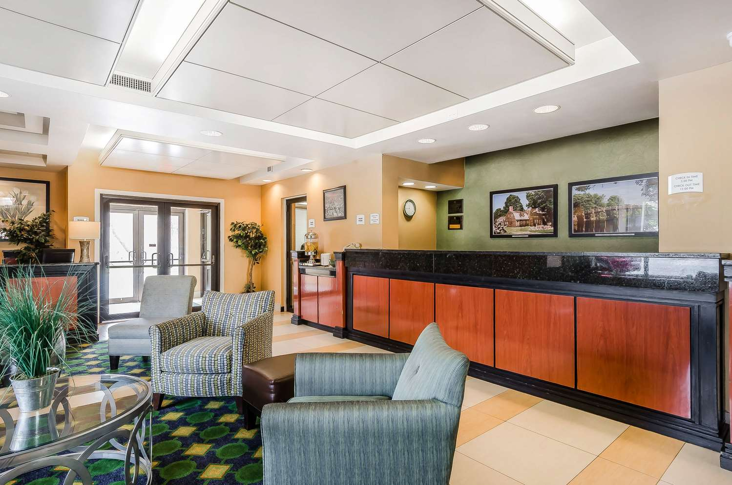Lobby - Quality Inn & Suites Lexington