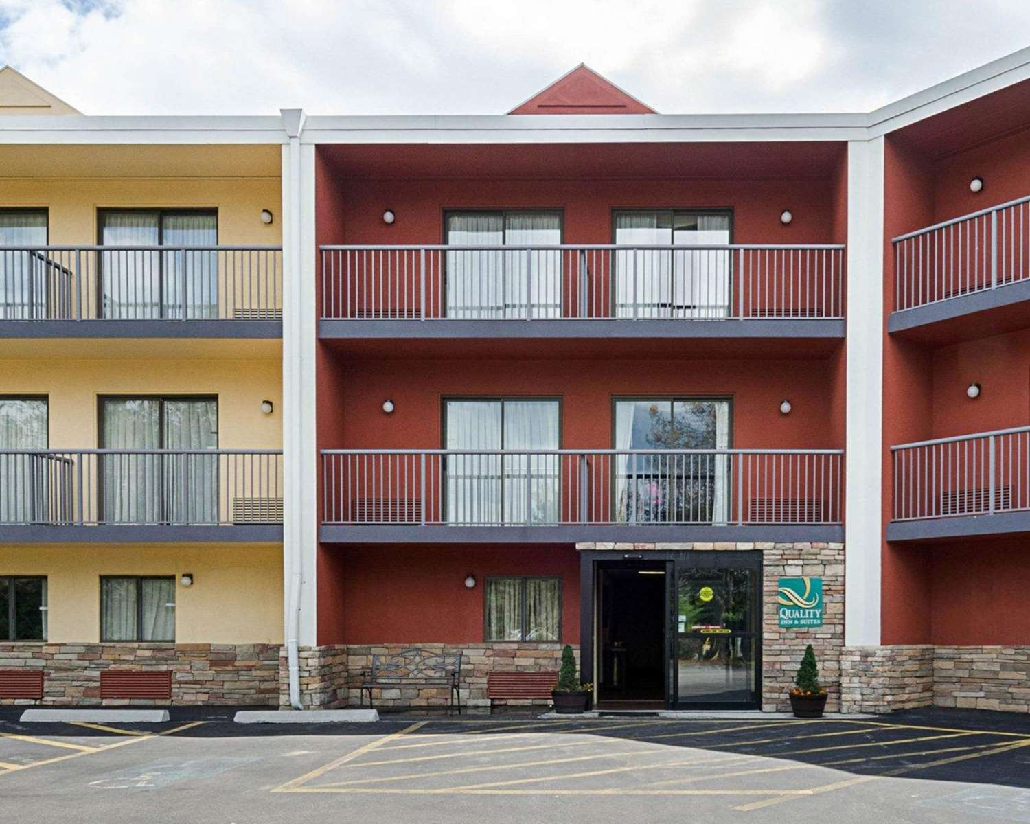 Exterior view - Quality Inn & Suites Worcester