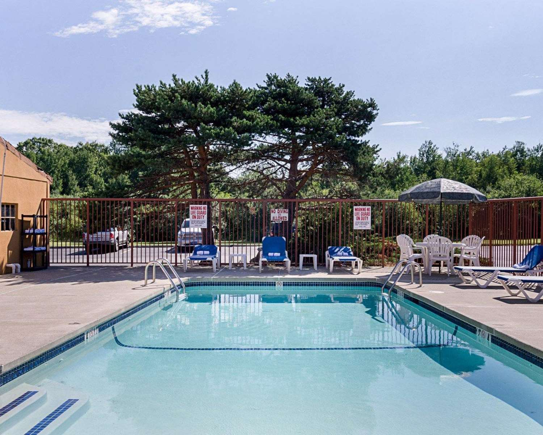 Pool - Quality Inn & Suites Worcester