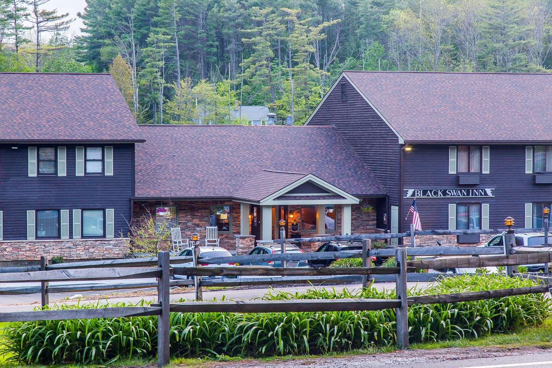Exterior view - Black Swan Inn Lee