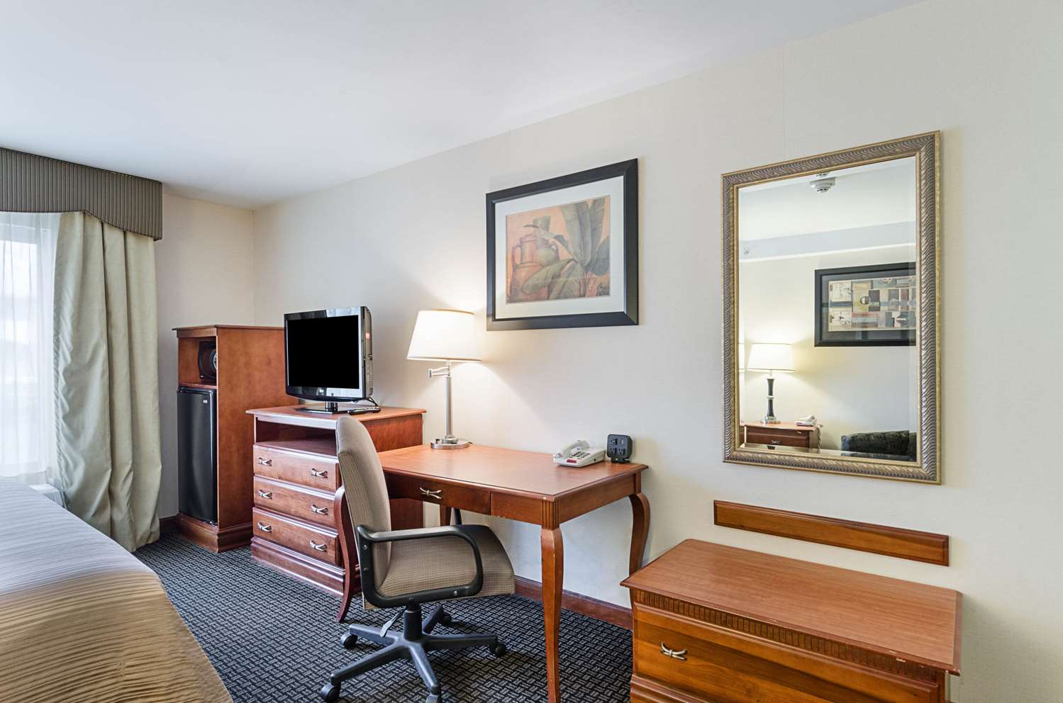 Room - Quality Inn & Suites Northampton