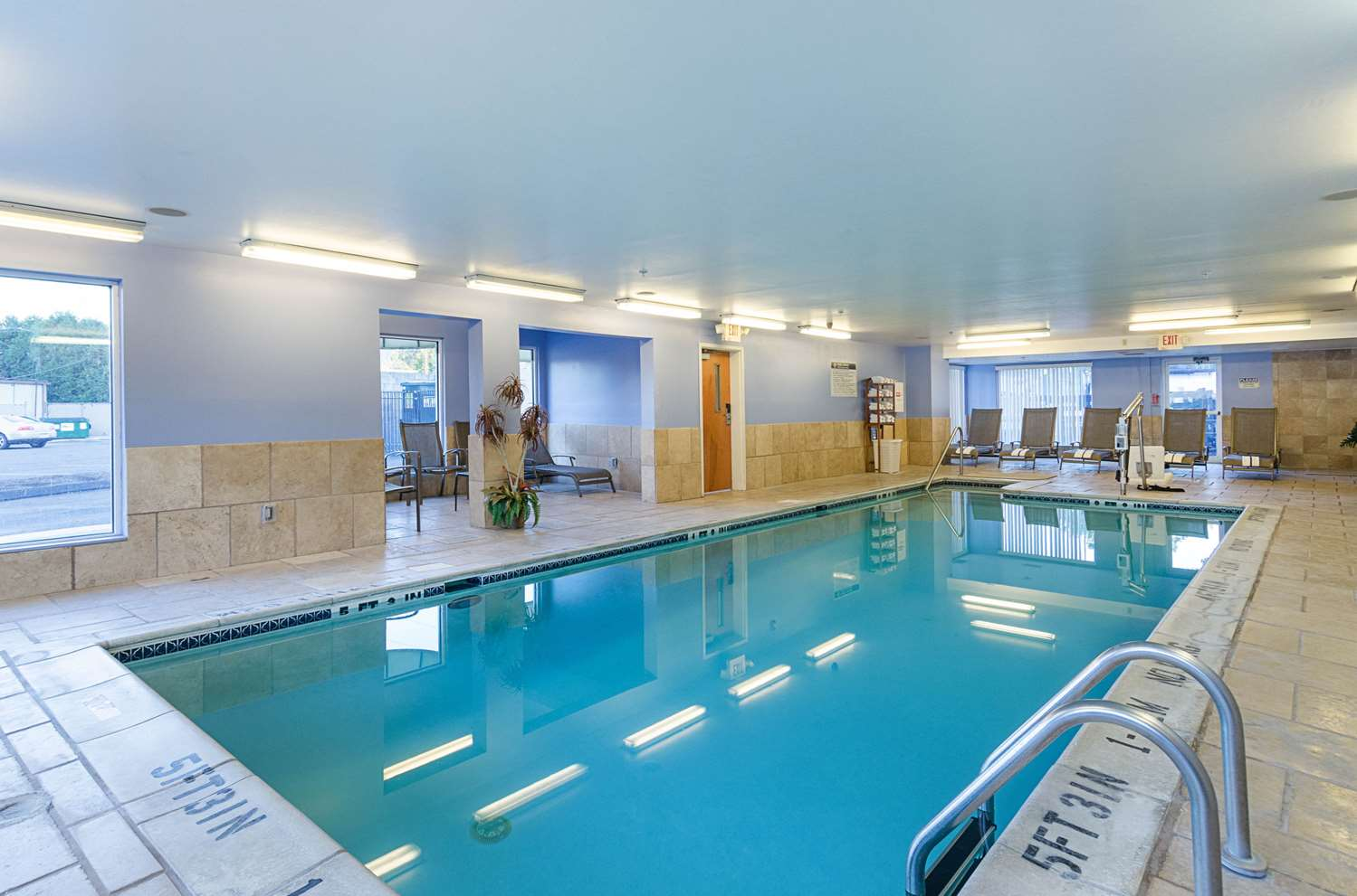 Pool - Quality Inn & Suites Northampton