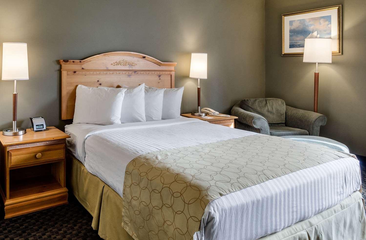 Room - Clarion Inn Seekonk