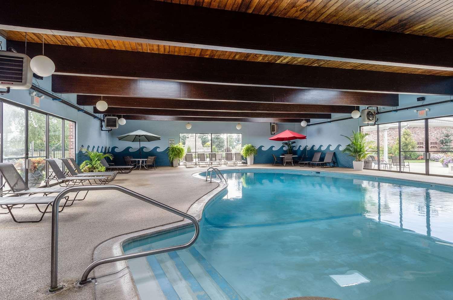 Pool - Clarion Inn Seekonk