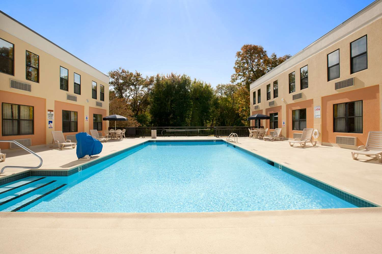 Pool - Quality Inn Middleboro