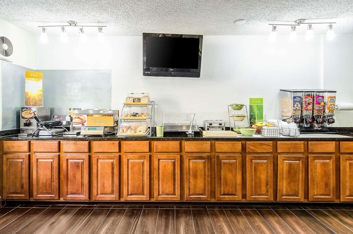 Restaurant - Quality Inn Middleboro