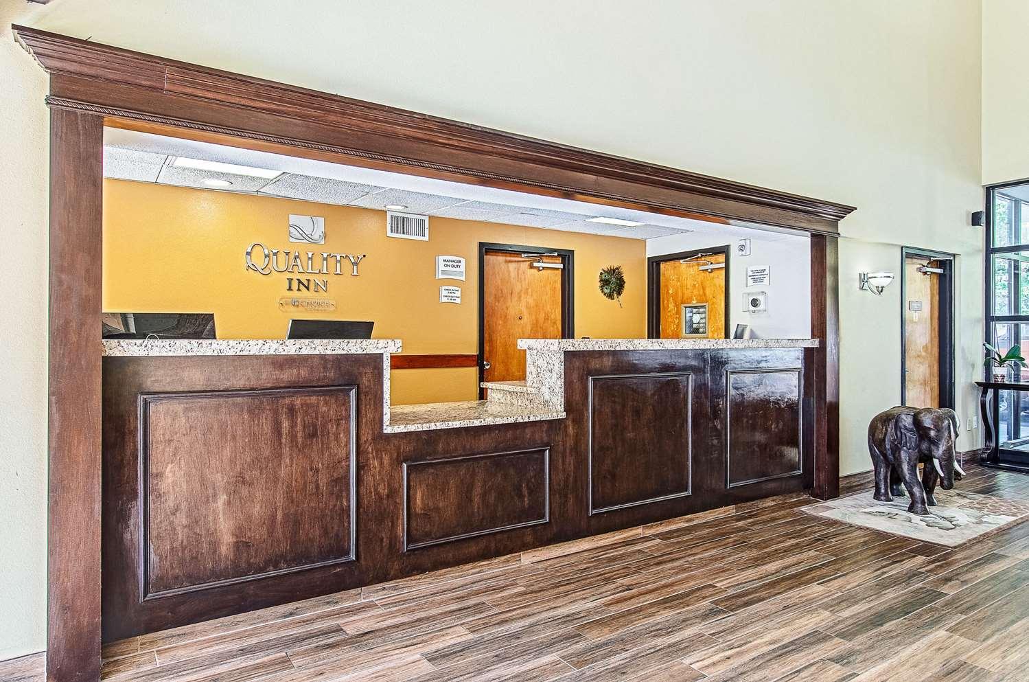 Lobby - Quality Inn Middleboro