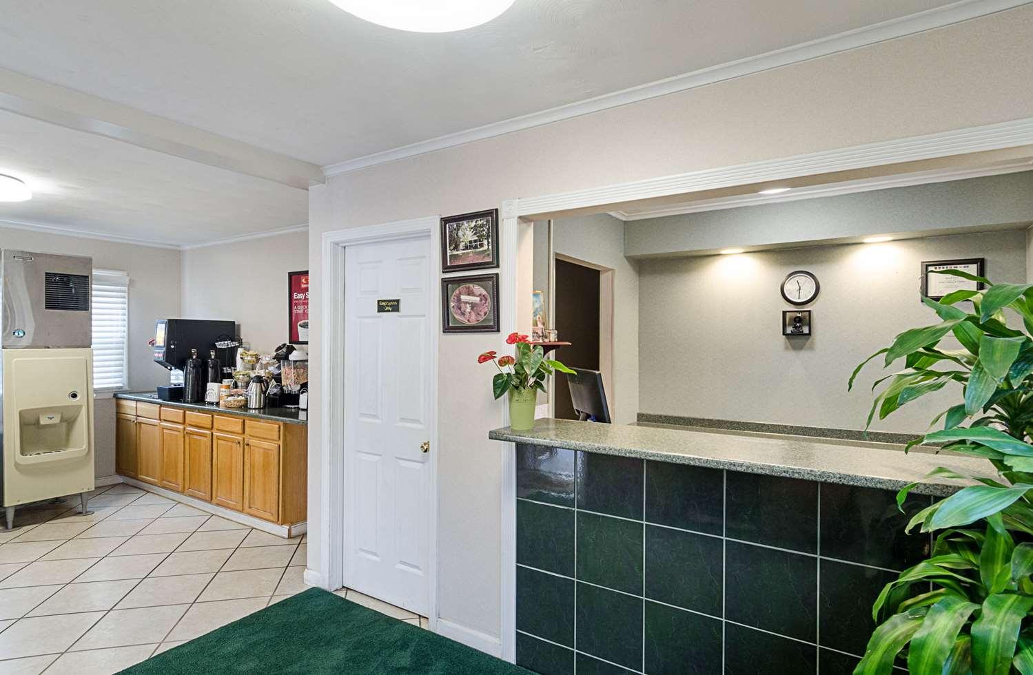 Lobby - Econo Lodge Sturbridge